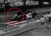 نجات معجزه آسای کودک گرفتار شده در خودرو+ عکس