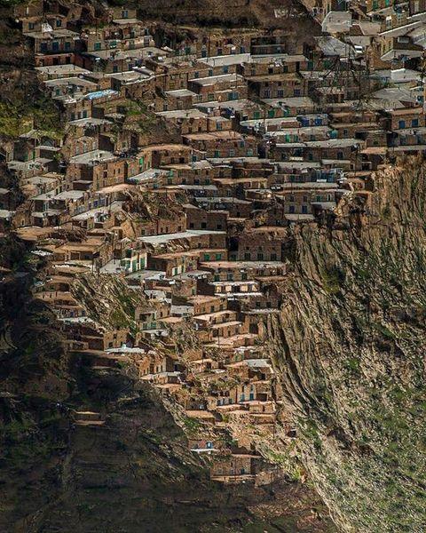 خاصترین زمین چمن دنیا در یک روستا+عکس