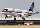 سردار سلیمانی در میان مسافران عادی هواپیما + عکس