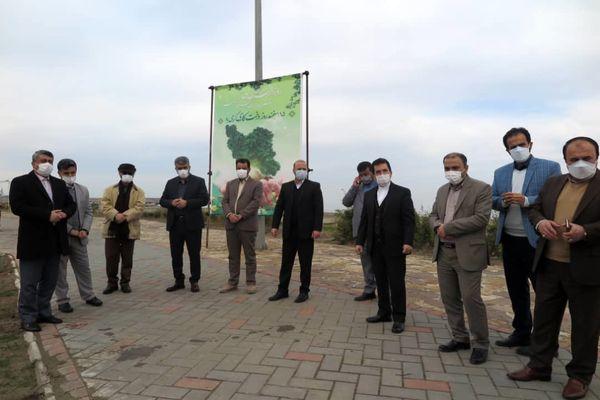 باحضور سرپرست سازمان منطقه آزاد انزلی تعدادی نهال غرص شد