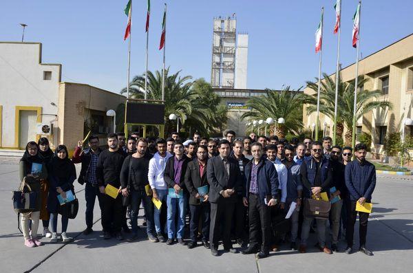 با هدف افزایش ارتباط صنعت و دانشگاه: بازدید دانشجویان از شرکت فجر انرژی خلیج فارس