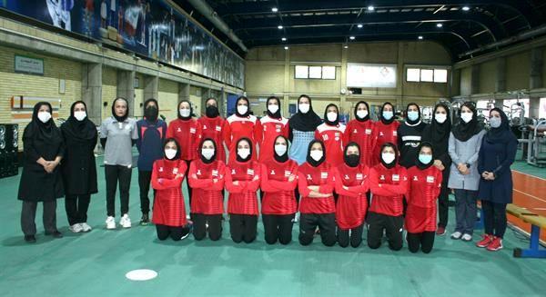 اعضای تیم ملی هاکی داخل سالن بانوان تست دادند