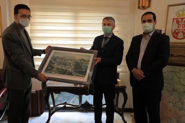 ارسال پیام تبریک و هدایای شهردار تهران به سفارتخانه های واقع در منطقه2