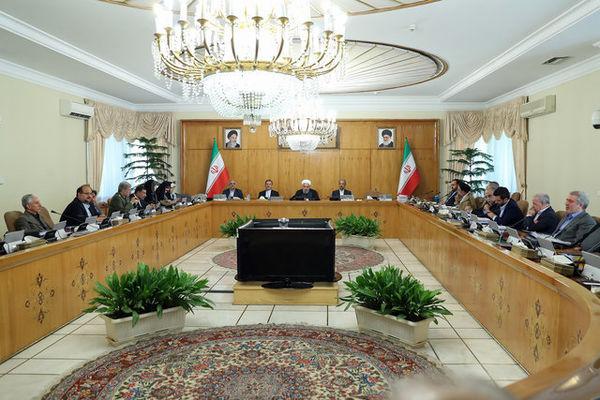 قهقهه رئیس جمهور و وزیران در جلسه هیأت دولت+عکس