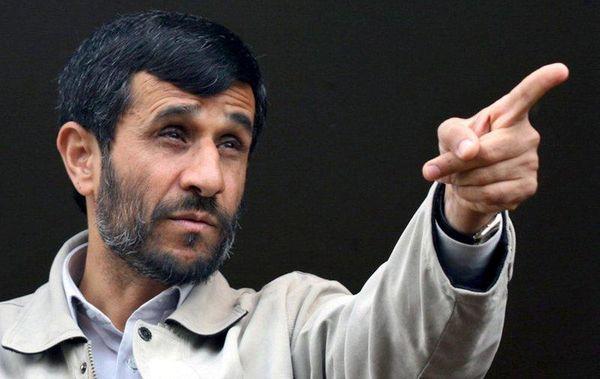 احمدی نژاد به ماکرون: به حرف معترضان گوش کن +عکس