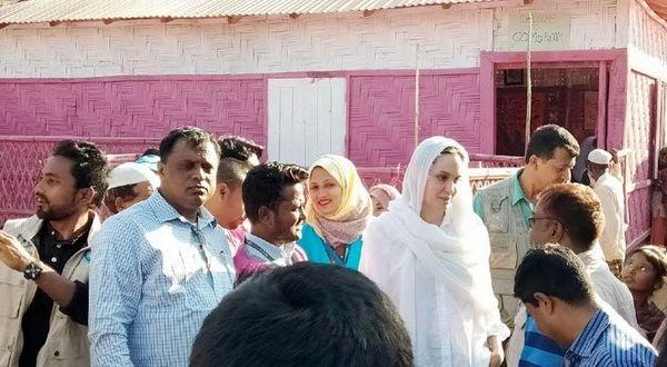 آنجلینا جولی در دیدار با مسلمانان بنگلادش+ عکس