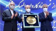 تجلیل از دکتر سلطانی فر در مراسم رونمایی از تمبر و نماد کاروان اعزامی به المپیک