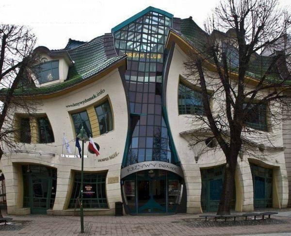 معماری جالب یک خانه کج و کوله+عکس