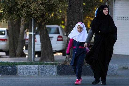 واکنش آموزش و پرورش به عدم ارائه کارنامه دانشآموز به مادر