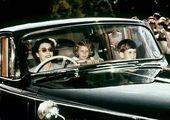 ملکه در حال رانندگی +عکس