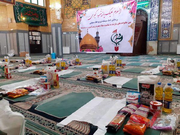 توزیع بسته های یلدایی بین خانواده های نیازمند شمال شرق تهران