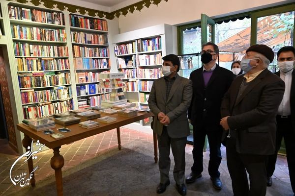 کافه کتاب ها باید شهروندان را به کتابخوانی تشویق کنند