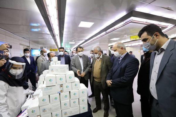 تمامی مسافران مترو از ماسک استفاده می کنند