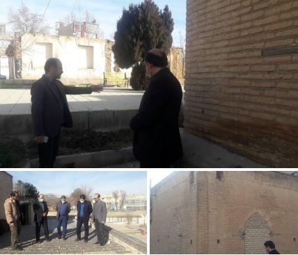 بازدید معاون میراث فرهنگی استان مرکزی از  بنای بقعه آقا نورالدین عراقی