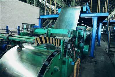 عبور از مرز تولید ماهانه ۲۱ هزار و ۵۵ تن ورق فولادی در شرکت فولاد امیرکبیر کاشان