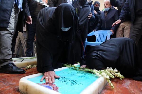 زیارت مزار شهید گمنام تازهشناساییشده در مقبرهالشهدای میدان امام حسین (ع)