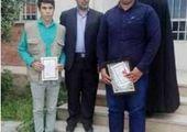 دست مهر بانک ملی در دست دانش آموزان بی بضاعت مدرسه متقین