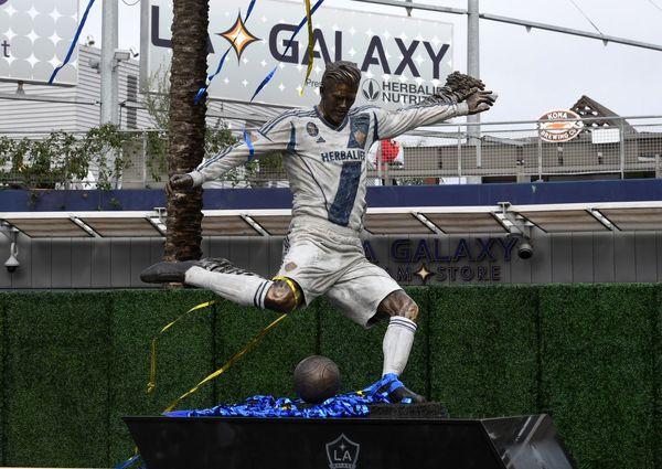 رونمایی از مجسمه دیوید بکهام در لس آنجلس+ عکس