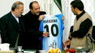هدیه جالبی که مارادونا به احمدی نژاد داد! + عکس