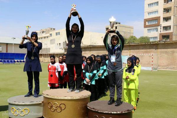 استان مرکزی قهرمان المپیاد استعدادهای برتر ورزش هاکی دختران کشور