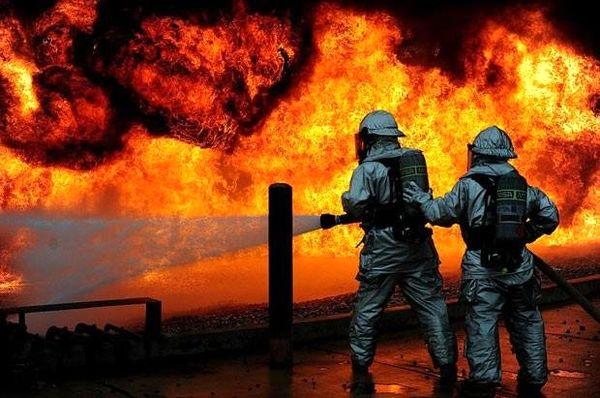 آتش سوزی در کارخانه تولید چسب و فوم شهرک صنعتی+عکس
