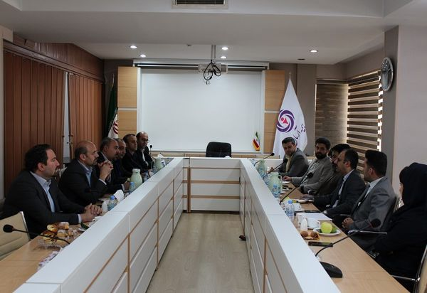 گسترش همکاری های بیمه آرمان و بانک ایران زمین در حوزه های مالی و انفورماتیک
